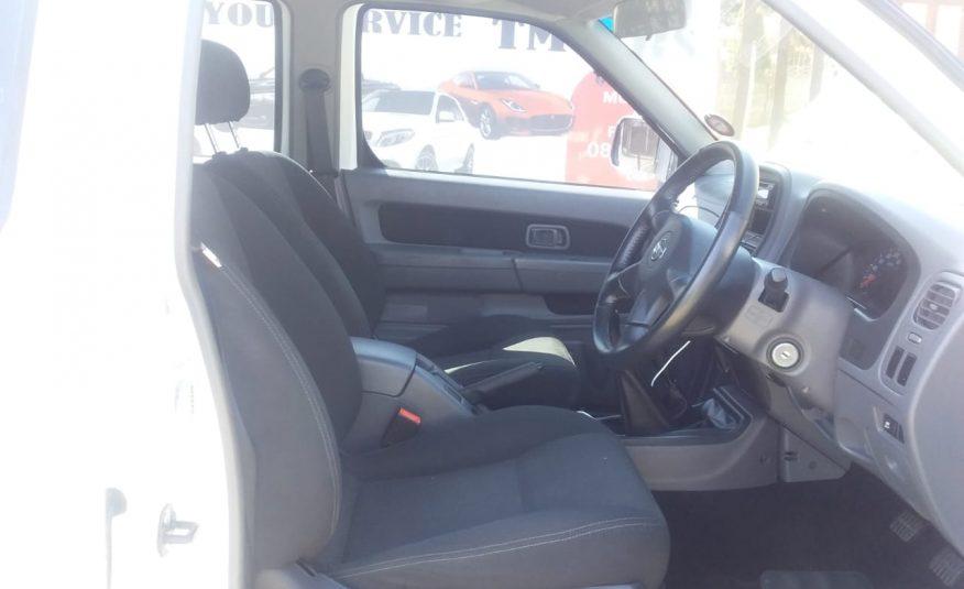 2018 Nissan NP300 Hardbody 2.5 TDi 4X4 Double Cab Bakkie